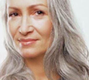 Okamžik, kdy se na hlavě objeví první šedivé vlasy a jak rychle získají převahu, je u každého velmi individuální