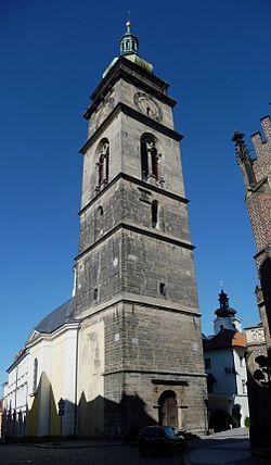 Bílá věž je pro veřejnost otevřena každý den včetně víkendu od 9 do 18 hodin