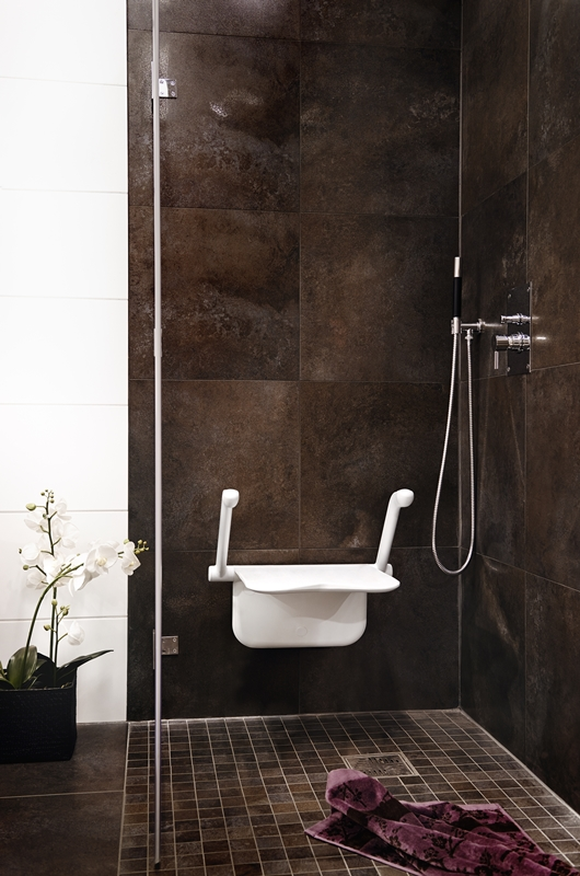 Etac Relax shower seat - dark wall